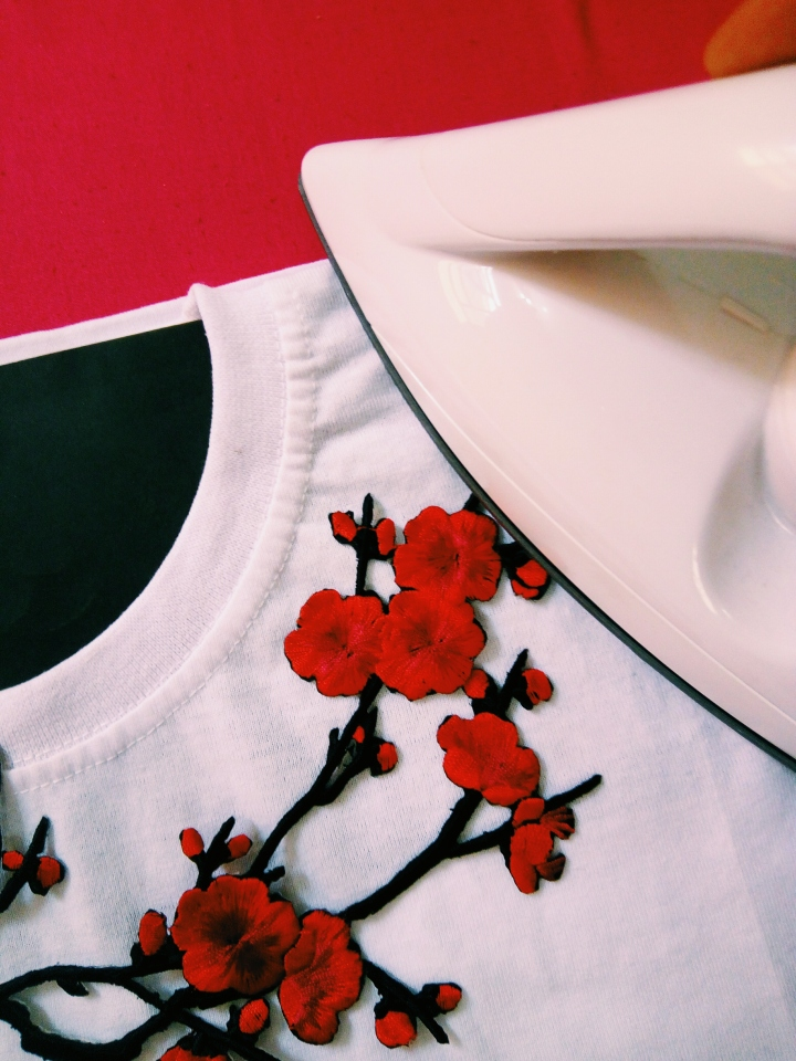 DIY BASIC T-SHIRT TO EMBROIDERED ROSE T-SHIRT